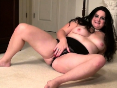American BBW housewife fingering herself