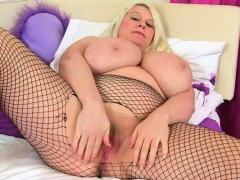 Scottish milf Toni Lace gets snowy masturbating