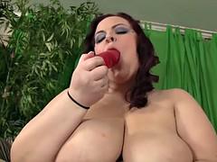 curvy bbw jordan luxx fucks herself to orgasm